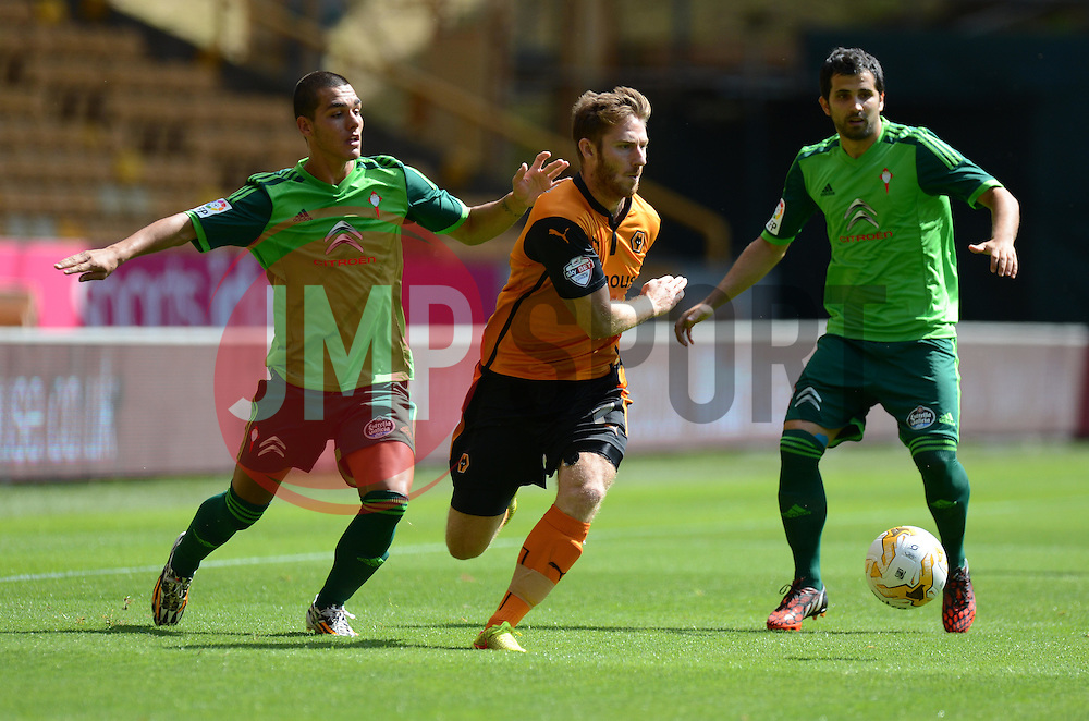 Wolverhampton's James Henry  - Photo mandatory by-line: Alex James/JMP - Tel: Mobile: 07966 386802 2/08/2014 - SPORT - FOOTBALL -  Wolverhampton - Molineux Stadium  -   Wolverhampton vs  Celta Vigo - preseason