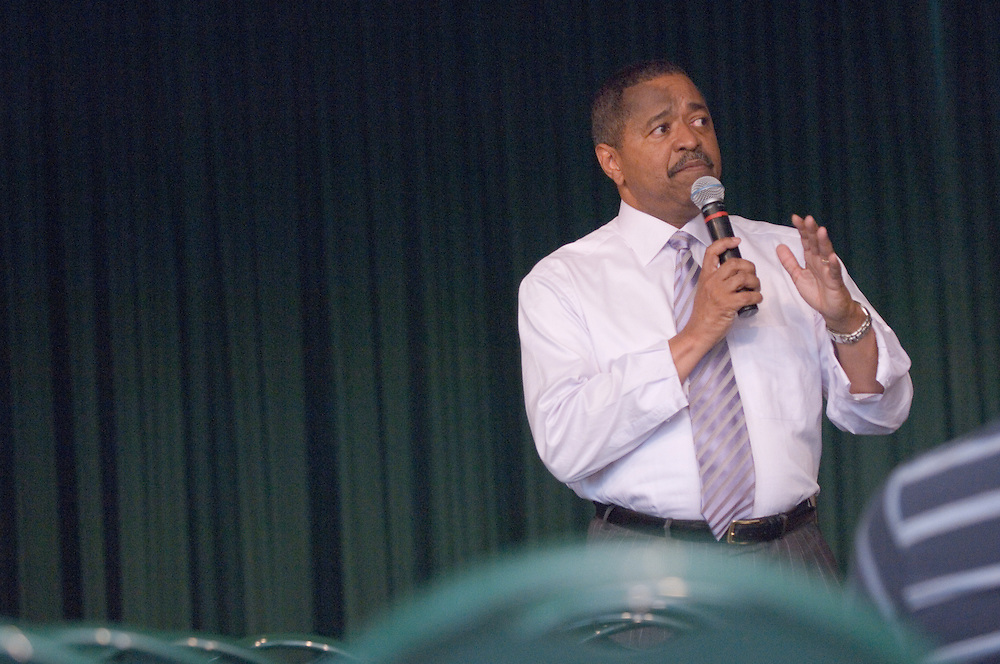 "University Town Hall Meeting seeks to promote dialogue.ATHENS, Ohio (Oct. 10, 2006) -- A University Town Hall Meeting intended to encourage dialogue among members of the Ohio University community is planned for 3 to 5 p.m. Monday, Oct. 23, in the Ping Center Lounge...President Roderick McDavis and other leaders will be available to listen to faculty, staff and students...""I want to hear what is on the minds of the members of the university community,"" McDavis said. ""I hope a town hall-style meeting will be a helpful venue to open the lines of communication on university-related issues.""..There will be no set agenda for the meeting. Rather, the discussion will revolve around topics most important to those in attendance."