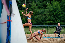 Julia Wouters, Puk Stubbe in action. From July 1, competition in the Netherlands may be played again for the first time since the start of the corona pandemic. Nevobo and Sportworx, the organizer of the DELA Eredivisie Beach volleyball, are taking this opportunity with both hands. At sunrise, Wednesday exactly at 5.24 a.m., the first whistle will sound for the DELA Eredivisie opening tournament in Zaandam on 1 July 2020 in Zaandam.