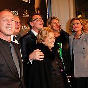 NLD/Den Haag/20111201- Premiere Ramses, Albert Verlinde en partner Onno Hoes met ouders en zuster