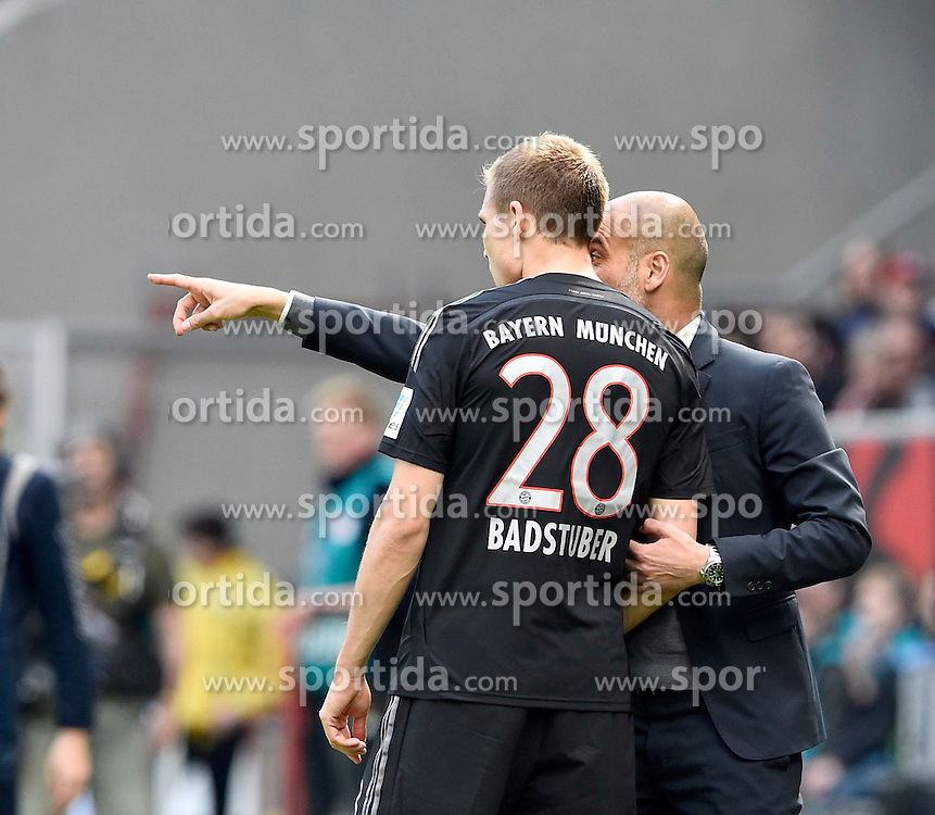 18.04.2015, Rhein Neckar Arena, Sinsheim, GER, 1. FBL, TSG 1899 Hoffenheim vs FC Bayern Muenchen, 29. Runde, im Bild Trainer Josep Pep Guardiola FC Bayern Muenchen am Spielfeldrand Gestik Geste (rechts) gibt Holger Badstuber FC Bayern Muenchen (links) Anweisungen // during the German Bundesliga 29th round match between TSG 1899 Hoffenheim and FC Bayern Munich at the Rhein Neckar Arena in Sinsheim, Germany on 2015/04/18. EXPA Pictures &copy; 2015, PhotoCredit: EXPA/ Eibner-Pressefoto/ Weber<br /> <br /> *****ATTENTION - OUT of GER*****