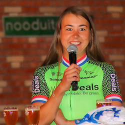 08-02-2018: Wielrennen: teampresentatie WAOWdeals: Merksem<br />Anouska Koster