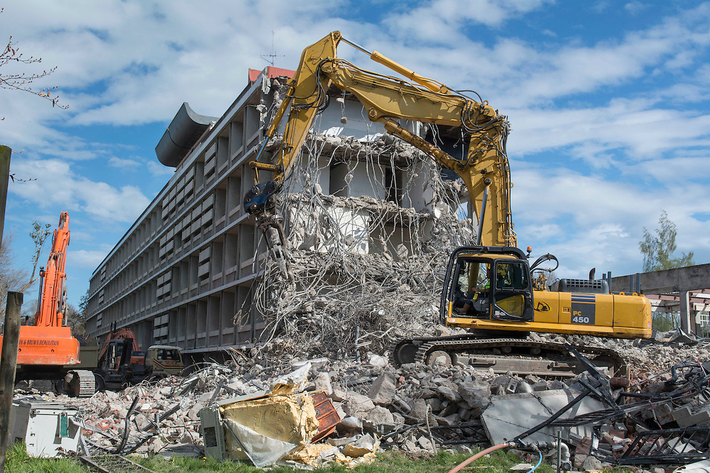 Demolition underway of the earthquake damaged Hilgendorf building  on the Lincoln University Campus, Lincoln, New Zealand, Thursday, October 1, 2015. Credit:SNPA / David Alexander.