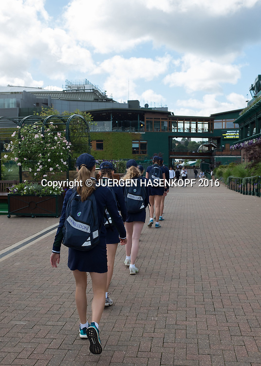 Wimbledon Feature, Ballmaedchen auf dem Weg zur Arbeit<br /> <br /> Tennis - Wimbledon 2016 - Grand Slam ITF / ATP / WTA -  AELTC - London -  - Great Britain  - 2 July 2016.