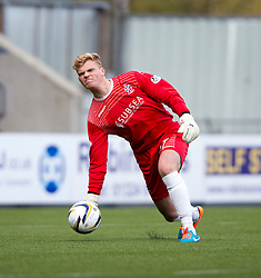 Cowdenbeath's keeper Robbie Thomson. <br /> Falkirk 6 v 0 Cowdenbeath, Scottish Championship game played at The Falkirk Stadium, 25/10/2014.