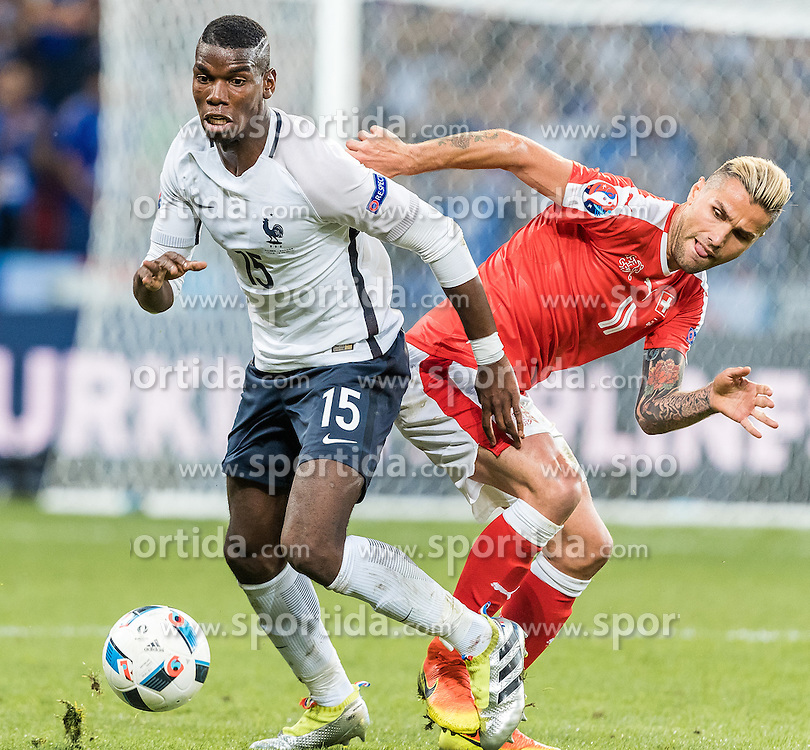 19.06.2016, Stade Pierre Mauroy, Lille, FRA, UEFA Euro, Frankreich, Schweiz vs Frankreich, Gruppe A, im Bild Paul Pogba (FRA), Valon Behrami (SUI) // Paul Pogba (FRA), Valon Behrami (SUI) during Group A match between Switzerland and France of the UEFA EURO 2016 France at the Stade Pierre Mauroy in Lille, France on 2016/06/19. EXPA Pictures © 2016, PhotoCredit: EXPA/ JFK