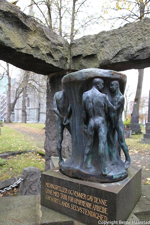 Minnesmerke laget av Gustav Vigeland, Nidarosdomen kirkegård. Nidarosdomens kirkegård.