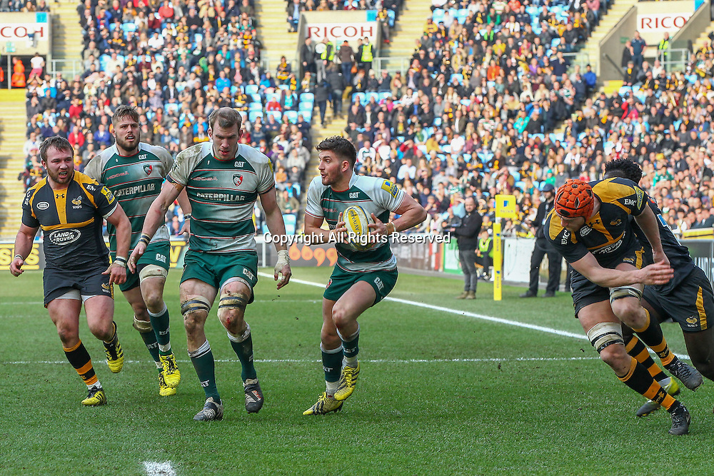 12.03.2016. Ricoh Arena, Coventry, England. Aviva Premiership. Wasps versus Leicester Tigers.  Owen Williams  (Tigers) makes a break.