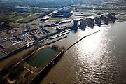 Nederland, Zuid-Holland, Rotterdam, 20-03-2009. Rotterdam-Zuid, deelgemeentes Feijenoord en IJsselmonde met het stadion Feijenoord ofwel 'De Kuip' van voetbalclub Feyenoord direct naast de spoorlijn. Links van de links flats op de oever van de Nieuwe Maas komt in de toekomst de Sport Campus Stadionpark. Op dit sportpark komt ook het nieuwe stadion, 'de nieuwe Kuip aan de Maas'.  Links beneden Eiland van Brienenoord. Air view on the south bank of the river Meuse of Rotterdam middle right, the football stadium of Feijenoord, the Kuip. .Swart collectie, luchtfoto (toeslag); Swart Collection, aerial photo (additional fee required); .foto Siebe Swart / photo Siebe Swart