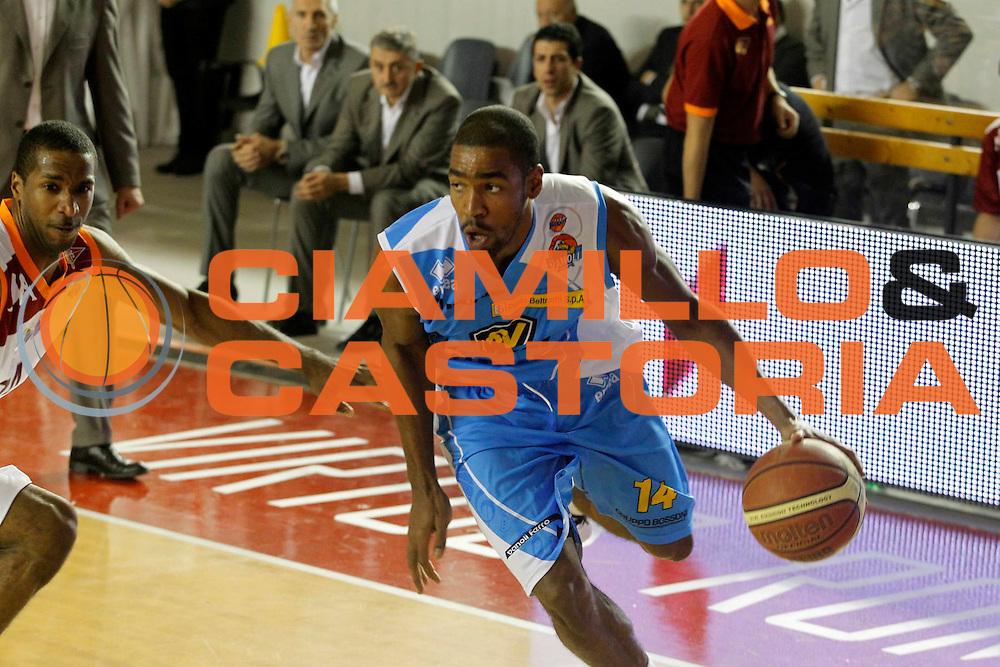 DESCRIZIONE : Roma Lega Basket A 2011-12 Acea Virtus Roma Vanoli Cremona<br /> <br /> GIOCATORE : Brandon Thomas<br /> <br /> CATEGORIA : palleggio<br /> <br /> SQUADRA : Vanoli Cremona<br /> <br /> EVENTO : Campionato Lega Basket A 2011-2012<br /> <br /> GARA : Acea Virtus Roma Vanoli Cremona<br /> <br /> DATA : 13/11/2011<br /> <br /> SPORT : Pallacanestro <br /> <br /> AUTORE : Agenzia Ciamillo-Castoria/ A.Ciucci<br /> <br /> Galleria : Lega Basket A 2011-2012 <br /> <br /> Fotonotizia : Lega Basket A 2011-12 Acea Virtus Roma Vanoli Cremona<br /> <br /> Predefinita :