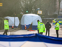 © Licensed to London News Pictures. 21/01/2020. London, UK. Police examine the scene where a body was found in Durnsford Road Wimbledon SW19. Photo credit: Alex Lentati/LNP