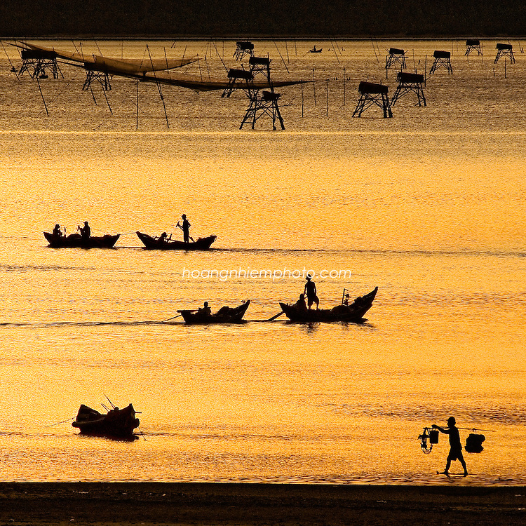 Vietnam images-people-Lang Co - Hue city hoàng thế nhiệm