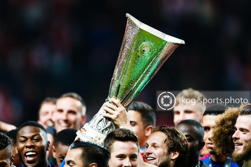 170524 Fotboll, Europa League Final, Ajax - Manchester United<br /> Pokalen lyfts i skyn av spelarna i Manchester United.<br /> <br /> &copy; Daniel Malmberg/Jkpg Sports <br /> ***Betalbild***<br /> Se f&auml;ltet instruktioner/special instructions.