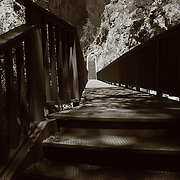 A perspective of the walkway to the cave at Tonto Natural Bridge
