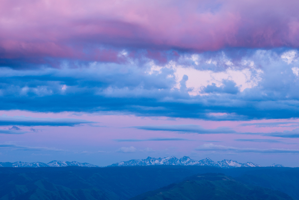 Sunset view of Hells Canyon and the Seven Devils Mountains from Buckhorn Overlook, Oregon.
