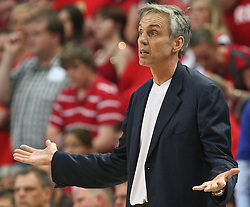 17.06.2010, Jako Arena, Bamberg, GER, 1.BBL, Brose Baskets vs Deutsche Bank Skyliners Frankfurt, im Bild: .Headcoach Gordon Herbert (Deutsche Bank Skyliners) ratlos.EXPA Pictures © 2010, PhotoCredit: EXPA/ nph/  News / SPORTIDA PHOTO AGENCY