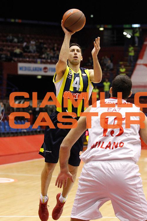 DESCRIZIONE : Milano Eurolega 2011-12 EA7 Emporio Armani Milano Fenerbahce Ulker<br /> GIOCATORE : Roko Ukic<br /> CATEGORIA : Tiro<br /> SQUADRA : Fenerbahce Ulker<br /> EVENTO : Eurolega 2011-2012<br /> GARA : EA7 Emporio Armani Milano Fenerbahce Ulker<br /> DATA : 29/02/2012<br /> SPORT : Pallacanestro <br /> AUTORE : Agenzia Ciamillo-Castoria/G.Cottini<br /> Galleria : Eurolega 2011-2012<br /> Fotonotizia : Milano Eurolega 2011-12 EA7 Emporio Armani Milano Fenerbahce Ulker<br /> Predefinita :