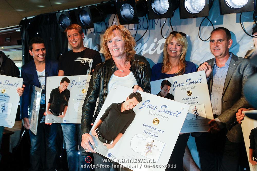"""NLD/Volendam/20120809 - CD presentatie en Gouden Plaaat Jan Smit """" Vrienden"""", Ria Makker"""