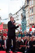 Frankfurt am Main | 21.09.2013<br /> <br /> Endspurt-Kundgebung auf dem Frankfurter R&ouml;merberg zum Landtagswahlkampf der SPD (Sozialdemokratische Partei Deutschlands) 2013, hier: <br /> Peer Steinbr&uuml;ck h&auml;lt eine Rede.<br /> <br /> ABDRUCK/NUTZUNG HONORARPFLICHTIG!<br /> <br /> &copy;peter-juelich.com<br /> <br /> [No Model Release | No Property Release]