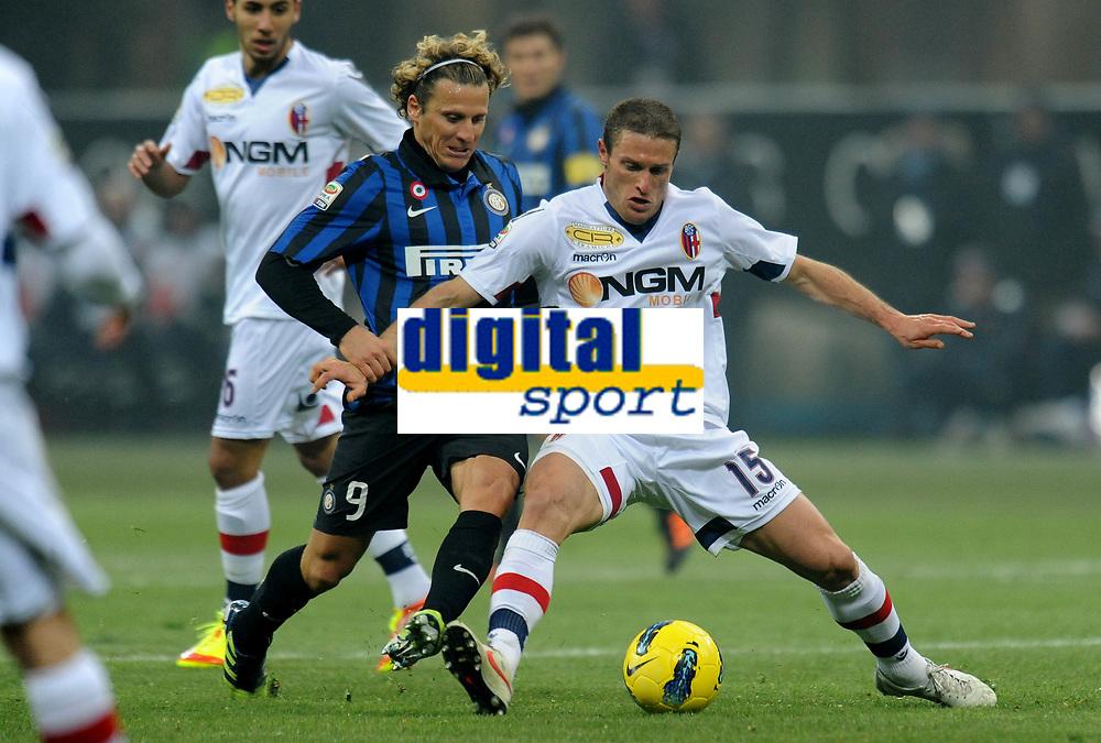 "Diego FORLAN (Inter), Diego PEREZ (Bologna)<br /> Milano 17/02/2012 Stadio ""Giuseppe Meazza""<br /> Serie A 2011/2012<br /> Football Calcio Inter Vs Bologna<br /> Foto Insidefoto Alessandro Sabattini"