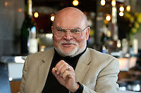 """05 APR 2004, BERLIN/GERMANY:<br /> Prof. Dr. Peter Loesche, Politikwissenschaftler Universitaet Goettingen, waehrend einem Roundtable-Gespraech der zeitschrift Politik und Kommunikation, Restaurant """"Die 1""""<br /> IMAGE: 20040405-01-019<br /> KEYWORDS: Peter Lösche"""