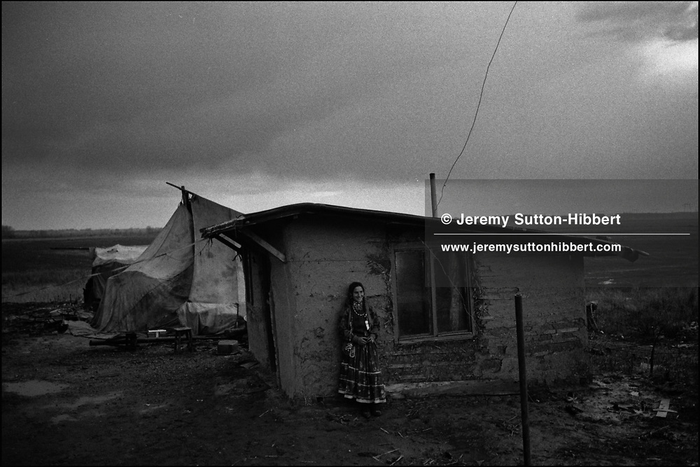 SINTESTI, ROMANIA. APRIL 1993..©JEREMY SUTTON-HIBBERT 2000..TEL./FAX. +44-141-649-2912..TEL. +44-7831-138817.