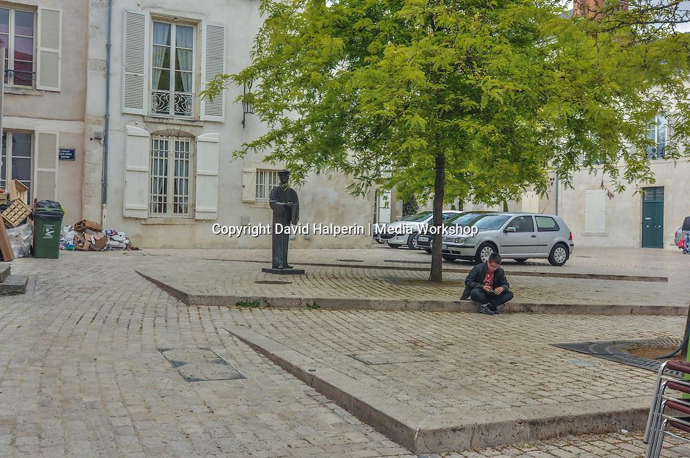 Statue & square, Orléans