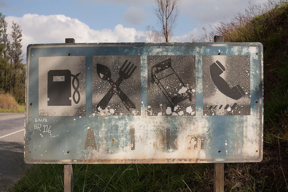 Matipo_MG, Brazil.<br /> <br /> Placa abandonada na rodovia BR 262 em Matipo, Minas Gerais.<br /> <br /> Abandoned sign in the highway BR 262 in Matipo, Minas Gerais.<br /> <br /> Foto: LEO DRUMOND / NITRO