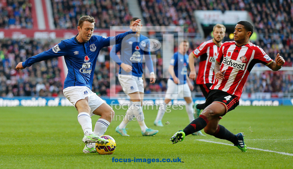 Liam Bridcutt (r) of Sunderland and Aidan McGeady of Everton during the Barclays Premier League match at the Stadium Of Light, Sunderland<br /> Picture by Simon Moore/Focus Images Ltd 07807 671782<br /> 09/11/2014