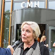 NLD/Utrecht/20190619 - Maxima heropent Centraal Militair Hospitaal, Minister van Defensie Ank Bijleveld voor de ingang van CMH