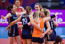 12.06.2018, Porsche Arena, Stuttgart<br /> Volleyball, Volleyball Nations League, Türkei / Tuerkei vs. Niederlande<br /> <br /> Jubel Lonneke Sloetjes (#10 NED), Nika Daalderop (#19 NED), Kirsten Knip (#1 NED), Nicole Koolhaas (#22 NED), Maret Balkestein-Grothues (#6 NED)<br /> <br /> Foto: Conny Kurth / www.kurth-media.de