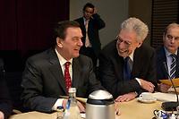 14 DEC 2003, BERLIN/GERMANY:<br /> Gerhard Schroeder (R), SPD, Bundeskanzler, und Henning Scherf (R), SPD, 1. Buegermeister Bremen,  vor Beginn der Sitzung des Vermittlungsausschusses, Bundesrat<br /> IMAGE: 20031214-01-060<br /> KEYWORDS: Gerhard Schröder