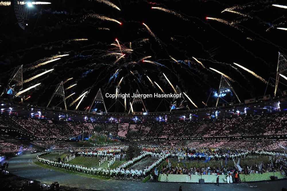 Olympiade,London 2012, Eroeffnungsfeier mit Abschluss Feuerwerk,.Uebersicht,Nachtaufnahme,Querformat,Feature,