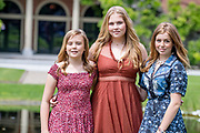 Zomerfotosessie 2019 bij Paleis Huis ten Bosch in Den Haag<br /> <br /> Summer photo session 2019 at Palace Huis ten Bosch in The Hague<br /> <br /> Op de foto / On the photo: Prinses Amalia, prinses Ariane en prinses Alexia <br /> <br /> Princess Amalia, Princess Ariane and Princess Alexia