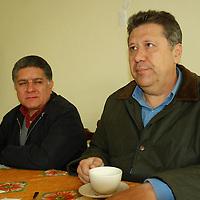 Toluca, Mex.- Jesús Tolentino Román Bojórquez, Secretario General del Movimiento Antorchista del Estado de México y Omar Carreón Abud, del movimiento Antorchista del DF, en conferencia de prensa anunciaron la marcha que realizaran el 12 de enero en Querétaro y donde el Estado de México participará con un gran contingente. Agencia MVT / José Hernández. (DIGITAL)<br /> <br /> <br /> <br /> NO ARCHIVAR - NO ARCHIVE