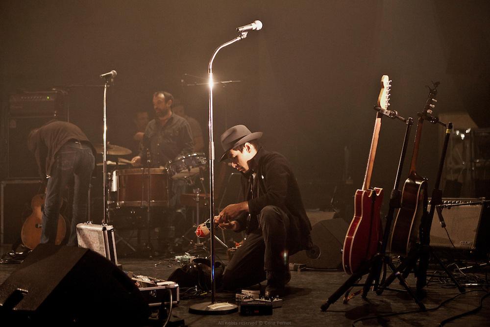 Concert à Lens, France, 9 juin 2015 Huit ans après le succès de la chanson Jimmy, Moriarty sort Epitaph, son quatrième album. À la fois électronique et folk, explosive et mélancolique, rétro et incroyablement créative, la musique de Moriarty ne ressemble à aucune autre : le fonctionnement du groupe non plus.