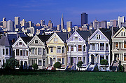 Image of victorian homes at Alamo Square in San Francisco, California