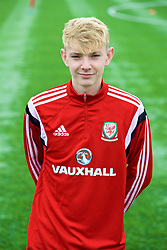 MERTHYR TYDFIL, WALES - Thursday, November 2, 2017: Wales' George Peers during an Under-18 Academy Representative Friendly match between Wales and Newport County at Penydarren Park. (Pic by David Rawcliffe/Propaganda)