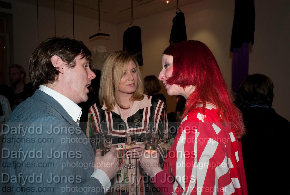 SIMON HENWOOD; ROISIN MURPHY; JULIE VERHOEVEN, The Royal College of Art Fashion Gala. Kensington Gore. London. 11 June 2009.