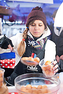 Selling fritule on the Christmas market in Zagreb, Croatia (December 2016) © Rudolf Abraham