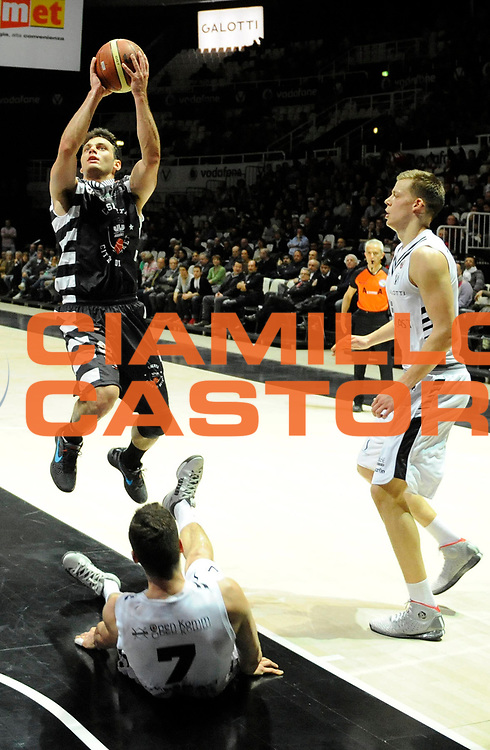 DESCRIZIONE : Bologna Lega A 2012-13 Oknoplast Bologna Juvecaserta <br /> GIOCATORE : Stefano Gentile<br /> SQUADRA : Juvecaserta <br /> EVENTO : Campionato Lega A 2012-2013<br /> GARA :  Oknoplast Bologna Juvecaserta  <br /> DATA : 11/03/2013<br /> CATEGORIA : Tiro<br /> SPORT : Pallacanestro<br /> AUTORE : Agenzia Ciamillo-Castoria/A.Giberti<br /> Galleria : Lega Basket A 2012-2013<br /> Fotonotizia : Bologna Lega A 2012-13 Oknoplast Bologna Juvecaserta <br /> Predefinita :