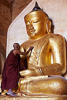 Myanmar (ex Birmanie), Province de Mandalay, Site de Pagan ou Bagan, Temple de Patho Ananda, Patrimoine mondial UNESCO, statue de Bouddha // Myanmar (Burma), Mandalay Province, Pagan or Bagan, Patho Ananda temple, Unesco world heritage, Buddha statue