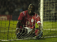Fotball<br /> Privatlandskamp U 21<br /> England v Holland<br /> 8. februar 2005<br /> Foto: Digitalsport<br /> NORWAY ONLY<br /> England's Carlton Cole sits in the goal after missing a superb chance to score and injuring himself in the process