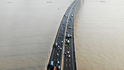September 30, 2018 - Jiangsu, Jiangsu, China - Cars run slowly at Su Tong Yangtze River Highway Bridge before the National Day holiday in east China's Jiangsu Province,September 30th, 2018. (Credit Image: © SIPA Asia via ZUMA Wire)