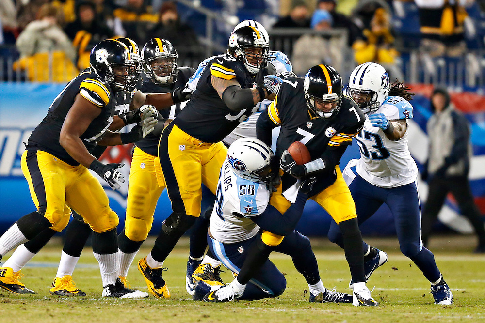 NASHVILLE, TN - NOVEMBER 17:  Ben Roethlisberger #7 of the Pittsburgh Steelers is tackled by Shaun Phillips #58 of the Tennessee Titans during the third quarter at LP Field on November 17, 2014 in Nashville, Tennessee.  The Steelers defeated the Titans 27-24.  (Photo by Wesley Hitt/Getty Images) *** Local Caption *** Ben Roethlisberger; Shaun Phillips