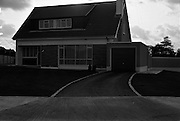 15/11/1965<br /> 11/15/1965<br /> 15 November 1965<br /> Exteriors and interiors of houses at Offington Park, Sutton, Dublin. View of the outside of one of the houses.