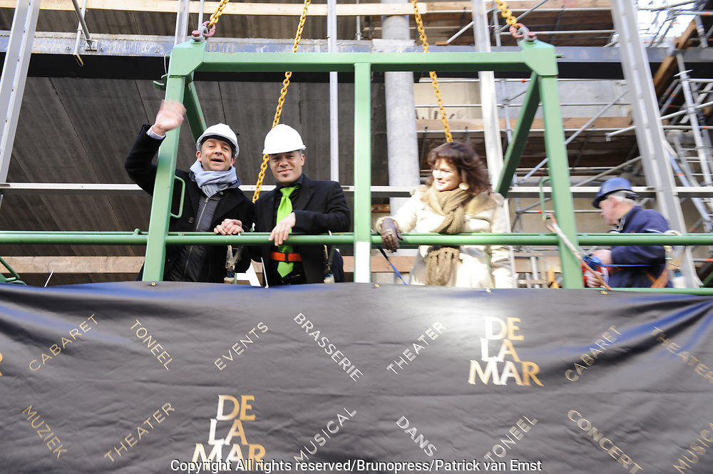 Hoogste Punt De La Mar Theater <br /> Op de foto:<br /> <br />  Linda van Dijck, Jon van Eerd, Stanley Burleson