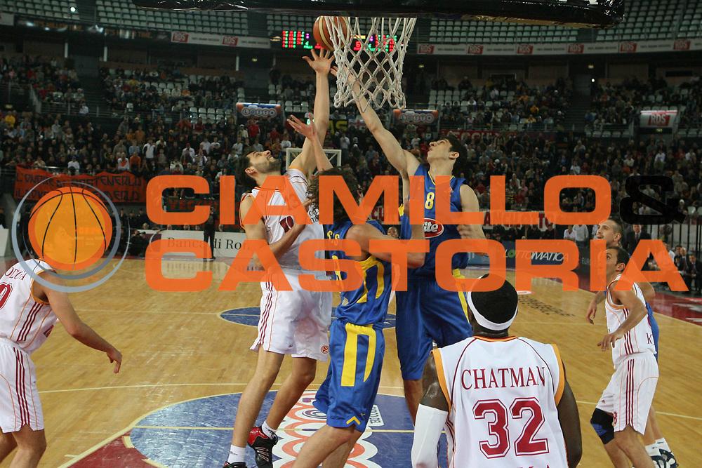DESCRIZIONE : Roma Eurolega 2006-07 Lottomatica Virtus Roma Maccabi Tel Aviv <br /> GIOCATORE : Garri Eliyahu<br /> SQUADRA : Lottomatica Virtus Roma <br /> EVENTO : Eurolega 2006-2007 <br /> GARA : Lottomatica Virtus Roma Maccabi Tel Aviv <br /> DATA : 04/01/2007 <br /> CATEGORIA : Rimbalzo<br /> SPORT : Pallacanestro <br /> AUTORE : Agenzia Ciamillo-Castoria/G.Ciamillo