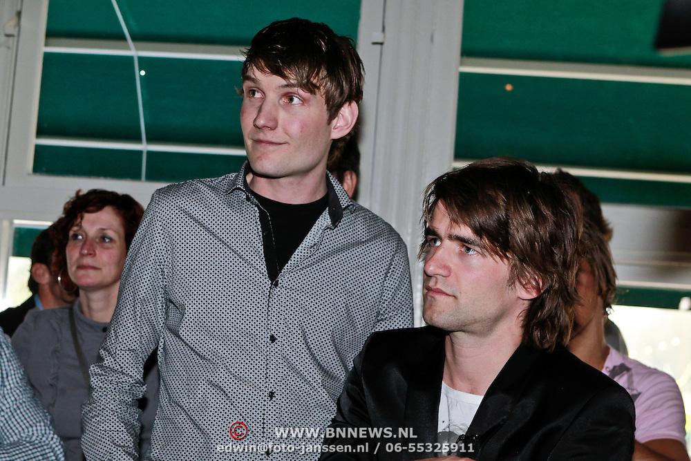 NLD/Amsterdam/20110318 - Boekpresentatie Mark Tuitert, Mark met broer Rob Tuitert