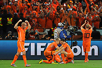 FOOTBALL - FIFA WORLD CUP 2010 - 1/2 FINAL - URUGUAY v NETHERLANDS - 6/07/2010 - JOY NETHERLANDS AT THE END OF THE MATCH - ARJEN ROBBEN AND KHALID BOULAHROUZ<br /> PHOTO FRANCK FAUGERE / DPPI